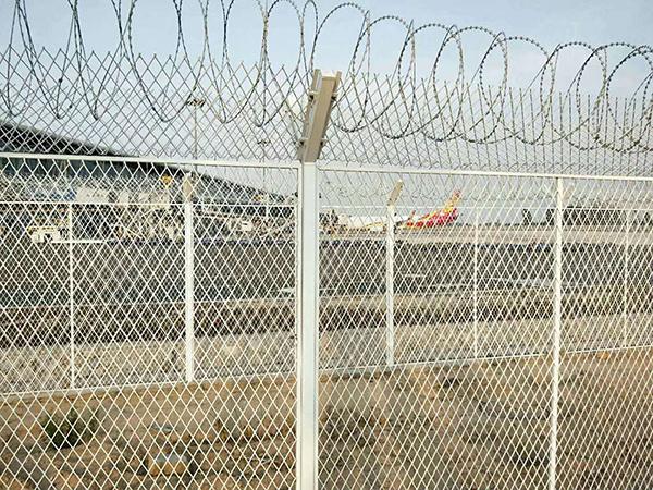 白色机场护栏网围栏