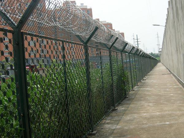 梅花刀片刺网钢网墙